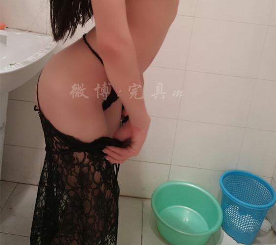 完具酱 – 性感黑丝内衣浴室道具秀[47P+2V/475M]